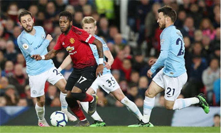 0h30 ngày 8/12, sân Etihad, Man City vs MU: Derby không cân sức