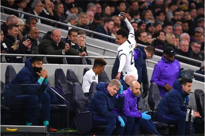 Sao Tottenham nổi điên, đập phá đồ vì bị thay ra sân