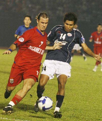 [Hồi ức] Thủ môn hai lần tấu hài, nhà vô địch Thái thua tan tác dưới chân Chelsea Việt Nam - Ảnh 3.