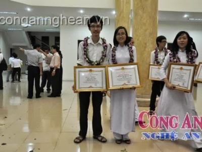 Cậu học trò xứ Nghệ giành Huy chương Olympic Tin học Châu Á