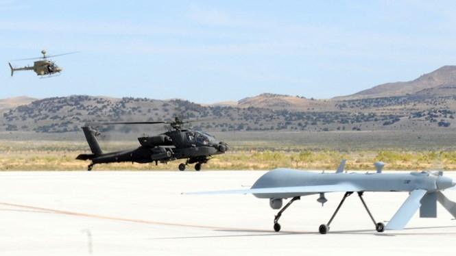 Trực thăng AH-64 kết hợp tác chiến với UAV MQ-1 Gray Eagle ...