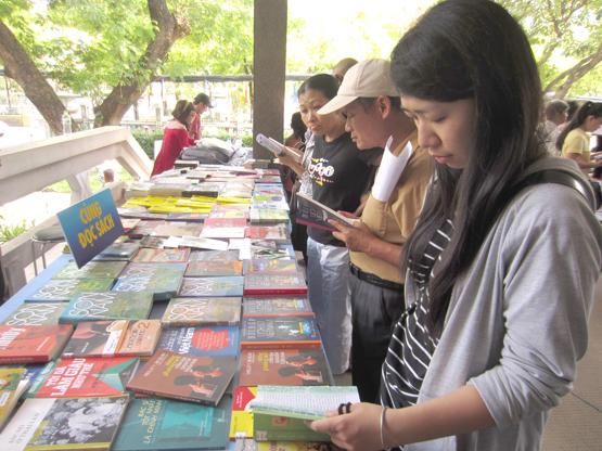 """Cuộc thi """"Người Việt viết sách – Lần 1"""" được tổ chức nhằm khơi dậy niềm say mê sáng tác, viết sách của người Việt Nam."""