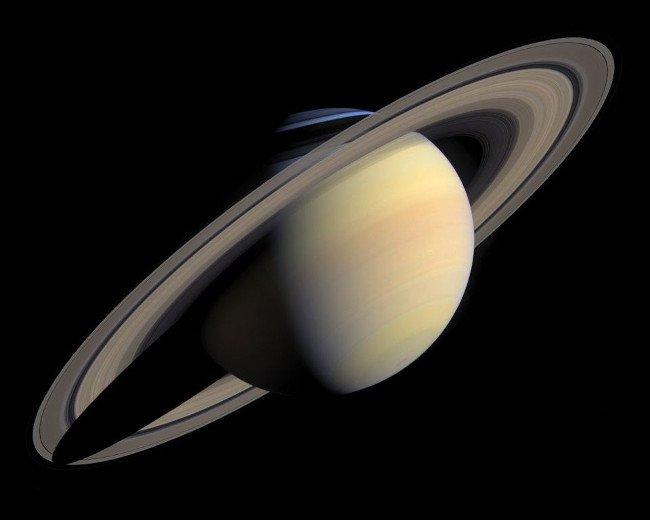 Ảnh màu thực tế của Sao Thổ.