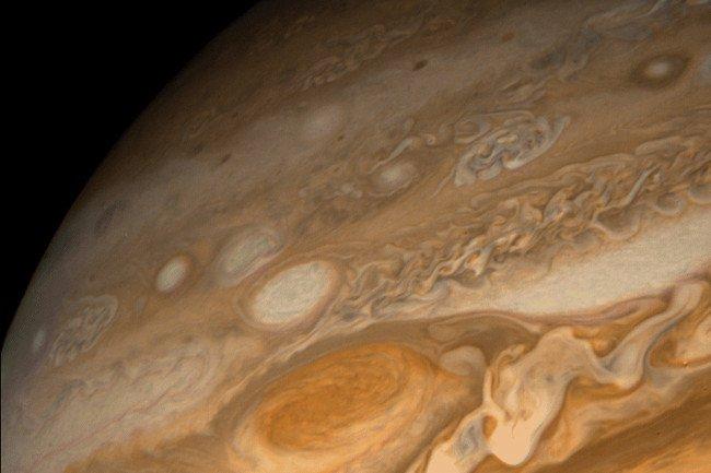 """Ảnh chụp cận cảnh """"Vết đỏ lớn - Great Red Spot"""" của sao Mộc bằng tàu vũ trụ Voyager"""