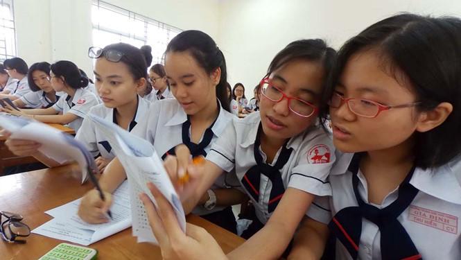 Học sinh lớp 12 Trường THPT Gia Định (TP.HCM) làm thử đề thi minh họa của Bộ GD-ĐT /// Ảnh: Đào Ngọc Thạch