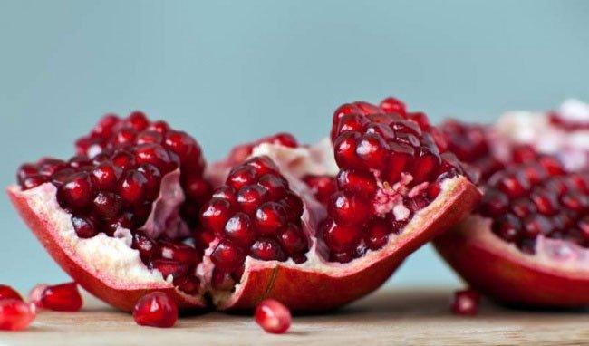 Vỏ quả lựu có đặc tính kháng khuẩn và chống viêm giúp tăng cường sức khỏe xương