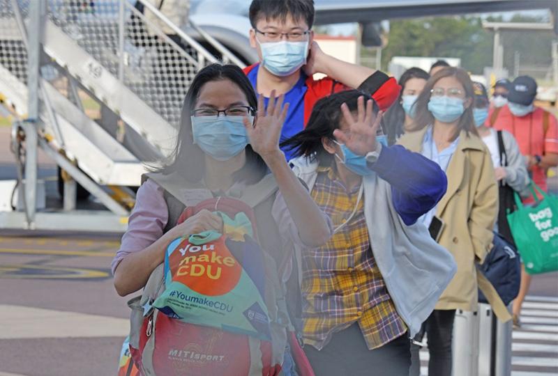 Du học sinh Việt Nam trong một chuyến bay đến Úc học năm 2020 /// ĐH CHARLES DARWIN